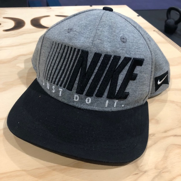 Nike hat cap flat bill